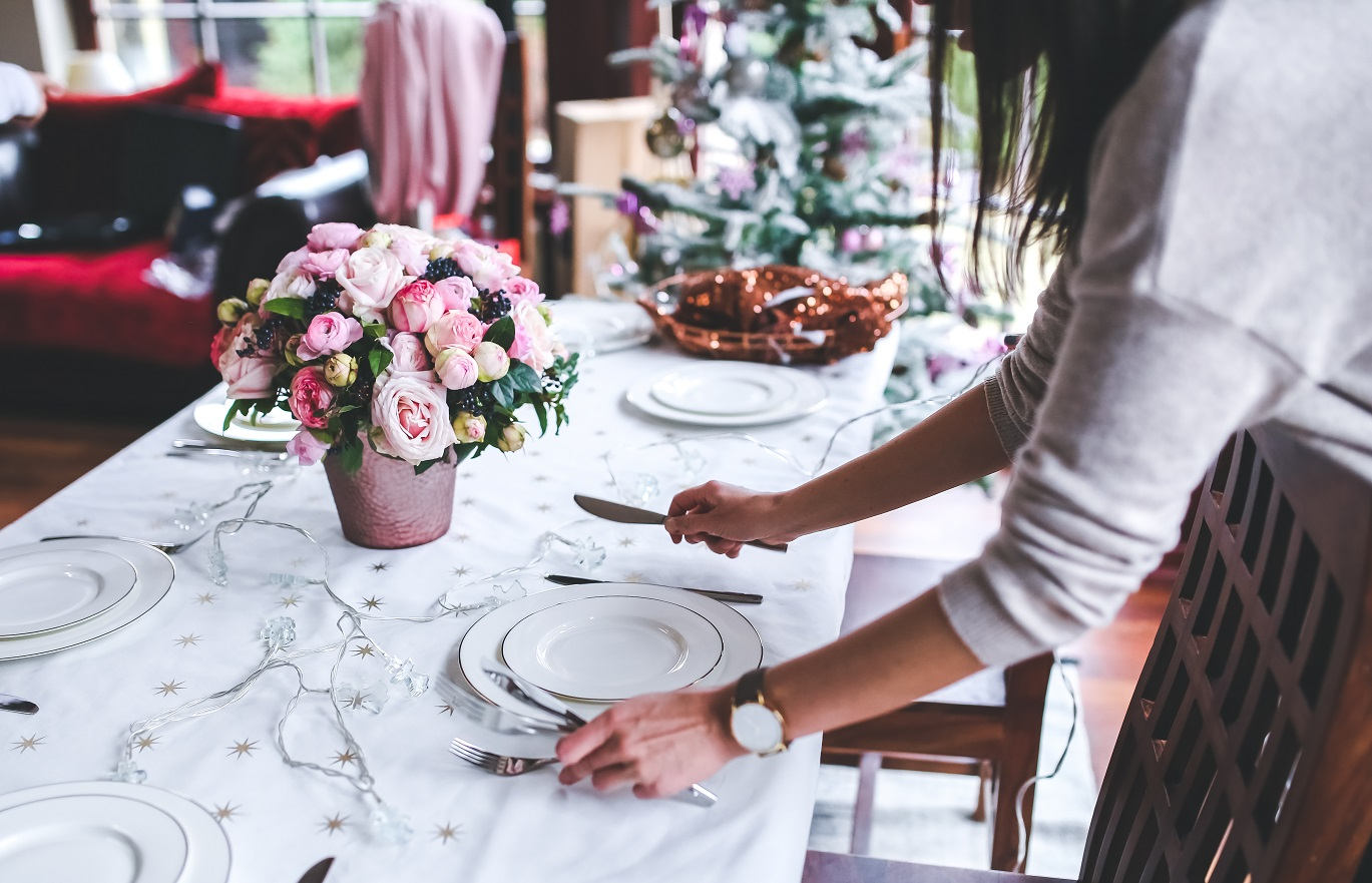 sharon schweitzer, holiday dinner party etiquette tips