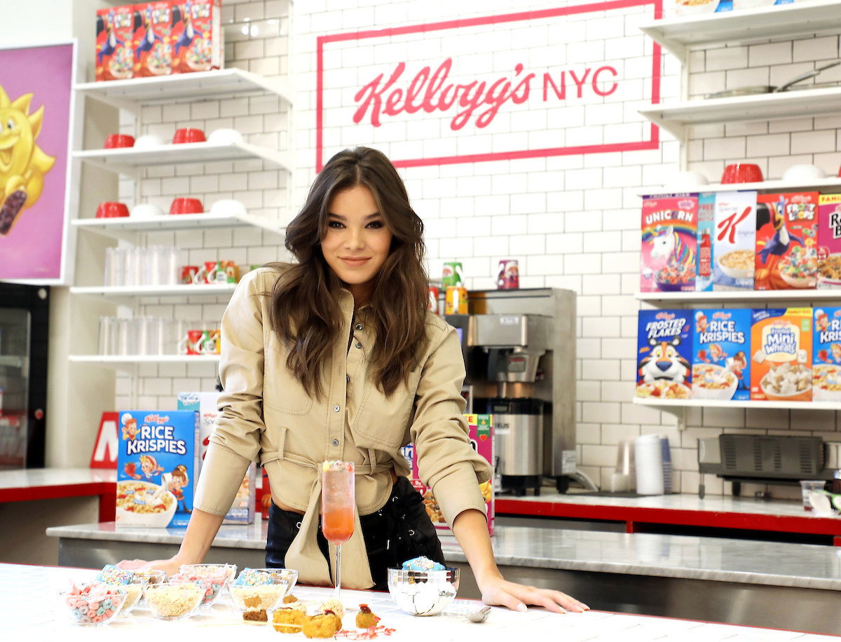 kellogg's national cereal day, hailee steinfeld
